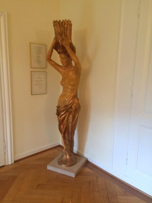 IMG_4287_600x800_restaurierte_Singerhaus-Dame